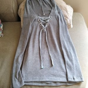 Sweaters - Gray sweater w/hoodie & tie in front